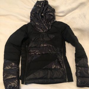 Lululemon puffer pullover with hood size 6